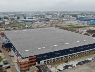 het-dak-van-distriport-waalwijk-is-opgebouwd-uit-vier-lagen-kopieren