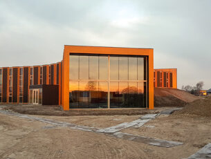 de-drie-vleugels-van-het-gebouw-maken-optimaal-gebruik-van-het-licht-en-de-warmte-van-de-zon